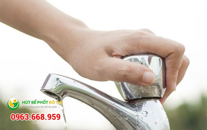 Đừng để nước chảy khi không dùng